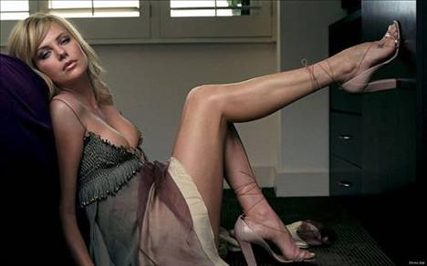 Charlize Theron: Uzun boylu yıldızın kilosu 61