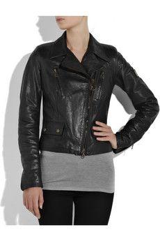 Perfecto Motorcu ceketlerin moda literatüründeki adı. Bunun nedeni de ilk motorcu ceketi tasarlayan Irving Schott. 1928 yılında söz konusu ceketi tasarlarken sık sık yeni puro markalarını da deneyen tasarımcı, cekete en sevdiği puronun adını vermiş; The Perfecto...