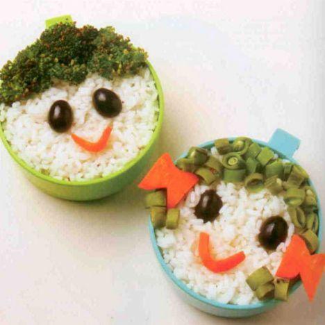 Sebze çocuklar  Malzemeler:  3-4 top brokoli  1 adet havuç  1 avuç dolusu taze fasulye  4 adet zeytin  Hazırlanışı: Pilavı pişirin. Sebzeleri haşlayın. Fasulyeleri haşladıktan sonra tavada biraz yağ ilavesi ile pişirin. Pilavları kaplara yerleştirin. Zeytinle gözlerini, havuçla ağzını, brokoli ve taze fasulye ile saçlarını yapın. Kız çocuğun kurdelesini de havuçtan yapabilirsiniz.