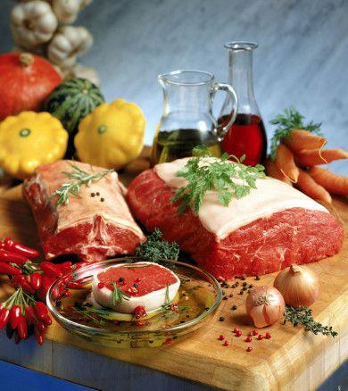 Kırmızı ve beyaz et çeşitlerinin marine edilmesinde birçok yöntem mevcuttur. Bu yöntemlerde belirleyici olan, etin terbiyesinde kullanılan malzemeler ve bu malzemelerin ölçüsüdür. Bir de etin terbiyesi için dinlendirilme süresidir. Etin terbiyesi için hazırlanan sos içerisinde çoğunlukla zeytinyağı, bitkisel yağ, salça, yoğurt, süt, soğan, sarımsak ve birçok baharat kullanılır. Yalnız, eti doğru malzeme seçimi ile terbiye etmek yeterli değildir. Önemli olan terbiye edilmiş eti doğru yöntemle de pişirmektir. Mangal veya elektrikli ızgara kullanarak etleri pişirirken şu noktaları atlamamak gerekir: