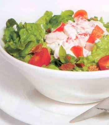 Yengeçli salata  Malzemeler:  Bir tutam ince kıyım maydonoz  Bir tutam ince kıyım Frenk soğanı  3 çorba kaşığı mayonez  1 çorba kaşığı süzme yoğurt  5 adet ceviz  100 gr yengeç  Marul ya da kıvırcık salata  3 adet kiraz domates  Zeytinyağı  Limon sosu  Hazırlanışı: Limon suyu, maydanoz, Frenk soğanı, mayonez ve yoğurdu karıştırın. Salatanızı süsleyecek olan yengeçleri kesme şeker büyüklüğünde doğrayın. Zeytinyağı- limon sosu dökülmüş salatanızın üzerine yengeçli sosu, cevizler ve kiraz domatesleri ekleyip servis edin.