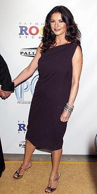 Catherine Zeta Jones'un daimi şıklığı - 17