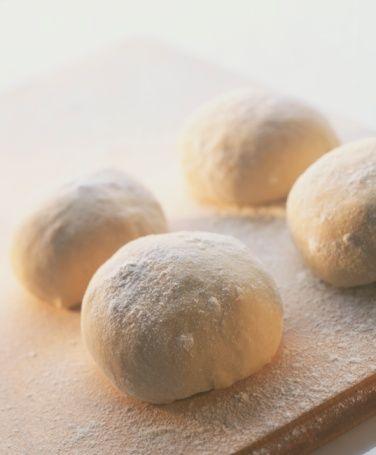Lezzetli yemekler için 9 altın öneri  Hamur kızartırken Kızartmak üzere hazırladığınız hamura kabartma tozunun yanında toz şeker de eklerseniz, hamurunuz lezzeti artar.