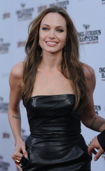 Angelina Jolie: 6 çocuğu var.