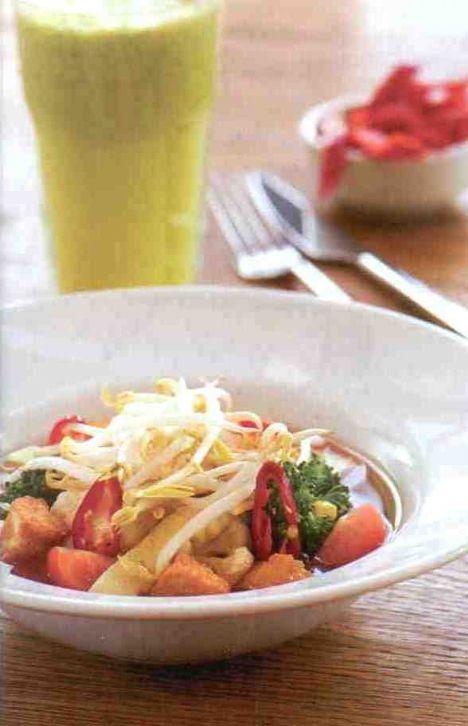 Farklı tariflerle hafiflemenin yolları  Hofun (1 kişilik) Malzemeler: 100 gr sebze suyu (Saf çorbadaki kaynamış sebzelerin suyundan kullanılacak.) 5 gr mısır 4 çiçek brokoli  4 çiçek karnabahar  5 adet mantar 5 gr tofu peyniri 10 gr pirinç noodle 2 adet kiraz domates 10 gr soya filizi 1 adet salatalık  Hazırlanışı: Brokoli, karnabahar, pirinç noodle ve salatalığı hafifçe haşlayın. Haşlanmış sebzeleri ve geri kalan malzemeyi sebze suyunu koyduğunuz bir tabağa alarak servis yapın.
