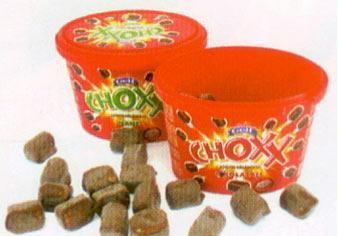 Golf Choxx Nane aromalısı da bulunan Choxx, çikolatayı serin bir tatla birleştiriyor. Çikolata kaplı minik atıştırmalıkların bir adedi 24 kalori civarında.  100 gr'da Enerji: 407 kcal. Yağ: 28.7 gr. Protein: 4.6 gr.