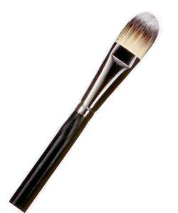 """Fondöten fırçası M.A.C, No: 190   Makyaj artistlerinin çantalarında favori ürünlerden biri olan bu fırça Kum Agency'den Ebru Korkmaz'ın vazgeçilmezi. """"Fondöteni cilde homojen bir şekilde dağıtmak içi ideal bir fırça,"""" diyor Korkmaz.   81 TL"""