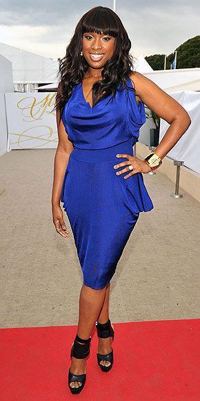 Jennifer Hudson  Başarılı aktris sezonun moda rengi elektrik mavisini es geçmemiş.