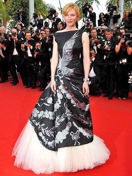Cate Blanchett  Açılış filminin başrol oyuncularından Cate Blanchett kırmızı halıda Alexander McQueen elbisesiyle göz doldurdu.
