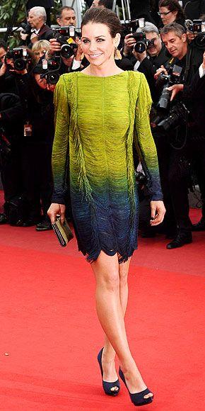 Evangeline Lily  Tuvaletlere kimin ihtiyacı var. Evangeline Lily Emilio Pucci mini elbisesiyle çok seksi.