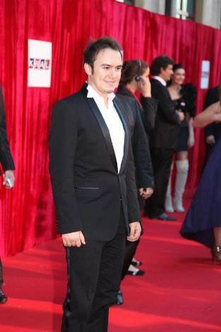 Mustafa Ceceli  16. Kral Müzik Ödülleri'nde yılın erkek sanatçısı ve yılın albümü ödülünü Mustafa Ceceli aldı.