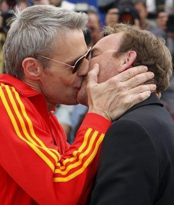 Wilson bu şakanın ardından önce yönetmen Xavier Beauvois'yi öptü.