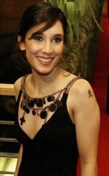 Sibel Kekilli'nin porno sektöründeki macerası 8 ay kadar sürdü. Bölüm başı 300 Euro alan Kekilli bu sayede borçlarından büyük ölçüde kurtuldu.
