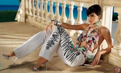 Yurtdışında model olmak ile Türkiye'de modellik yapmak arasında ne fark var?         Profesyonellik... Yurtdışında model giysiyi taşır ve giysiyi sunar. Türkiye'de ise modelin özel hayatı çok ön plana çıkıyor. Bence bu yüzden Türkiye'de birçok marka yabancı modellerle çalışmayı tercih ediyor.