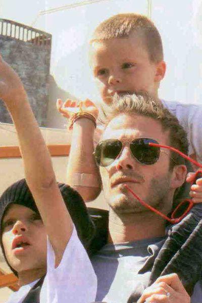 David Beckham, çocuklarıyla gittiği Jonas Brothers grubunun konserinde çok eğlendi.