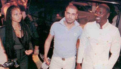 Leenass, Akon
