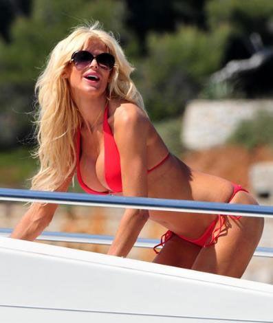 Her yıl hiçbir filmde oynamasa bile Cannes'a giden ve kırmızı halıda ya da bir teknede şov yapan Victoria Silvstedt bu konuda da başı çekti.