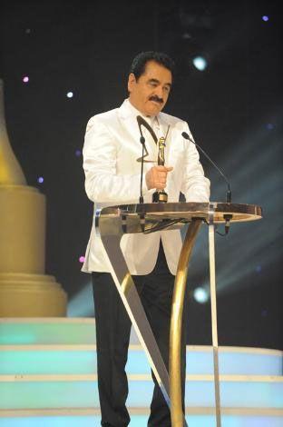 """Bu yıl 37'ncisi gerçekleştirilen geleneksel """"Altın Kelebek 2009 TV Yıldızları Yarışması"""" ödülleri, sahiplerini buldu.Ödül alan bazı  ünlüler ise şöyle;  En iyi fantezi müzik erkek solist:  İbrahim Tatlıses"""