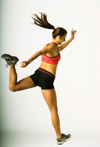 5. Sağlıklı kilo almayı sağlar  Bazı insanlar kilo vermek yerine kilo almak için çabalarlar. Kaslı bir vücut ve sağlıklı bir kiloya ulaşmanın tek yolu egzersiz ve uygun bir diyettir. Ağırlık çalışmaları ve egzersizler vücudu daha dinamik hale getirir. Bu egzersizler kas yapılanmasına yardımcı olduğu gibi vücudun dayanıklılığını da artırır.