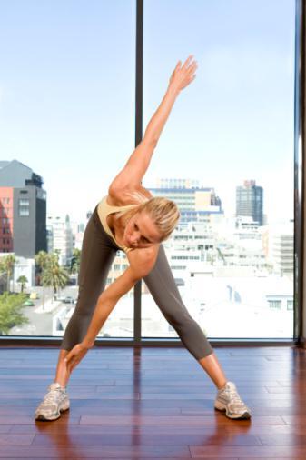6. Esnekliği artırır  Esneme şeklinde yapılan pasif egzersizler veya yoga vücutta esnekliği sağlar. Vücudun esnek olması, sağlam olması demektir, bu da ömrü uzatan faktörlerden biridir. Vücudun daha esnek olması kişinin hareket kabiliyetini artırır, daha hareketli yapar, vücuttaki gerginlikleri azaltır ve sonuç olarak hayat kalitesini artırır.