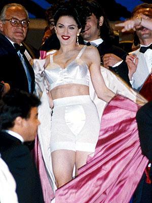 Çeyrek asrın pop kraliçesi: Madonna - 23