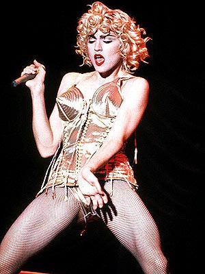 Çeyrek asrın pop kraliçesi: Madonna - 28