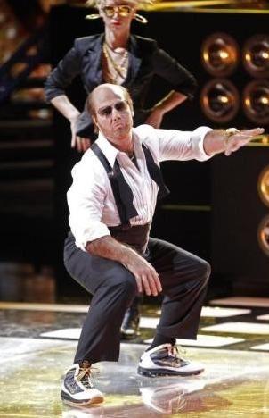 Jennifer Lopez'in şarkılarına eşlik eden Cruise seyircilerden bol bol alkış aldı..