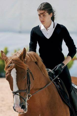 İspanya Grand Prix'sinde düzenlenen 'Global Champions Tour'da jokeylerden biri de Monaco Prensesi Charlotte Casiraghi'ydi.