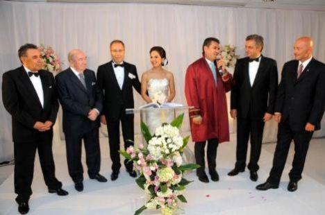 Muhteşem bir düğünle evlendiler! - 9