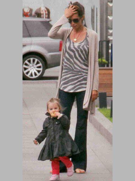 Güzide Duran kızı Selin ile İstinye Park' ta turladı.