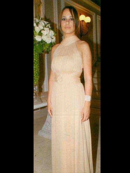 Kaya Ersu'nun ilk evliliğinden olan 21 yaşındaki kızı Lara Ersu da düğünün en şık isimleri arasındaydı. Kıyafet seçiminde o da pudra rengini tercih etmişti.