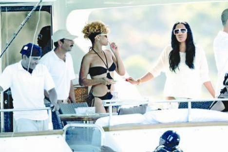 Geçtiğimiz yıl sevgilisi Chris Brown tarafından feci şekilde dayak yedikten sonra görüntüleri basına yansıyan ve zor günler yaşayan R&B müziğinin kraliçesi Rihanna, o kötü günleri geride bıraktı.