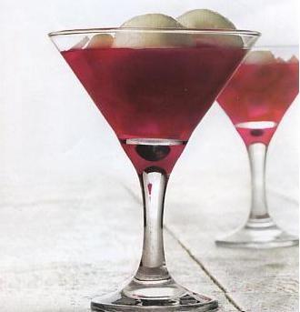 Haytalı – Bici Bici  Malzemeler:  1 lt su, 1 su bardağı soğuk süt, 4 yemek kaşığı şeker, 6 yemek kaşığı mısır nişastası.  Üzeri için;  Gülsuyu, taze dondurma, pudra şekeri.  Hazırlanışı:   Derin bir tencereye suyu, şekeri koyun ve ocağa alın. Bir su bardağı soğuk süt içinde nişastayı eritip tenceredeki şekerli suya ekleyin. Orta ateşte sürekli karıştırarak muhallebi kıvamından biraz daha yoğun bir kıvama gelince ocaktan alın. Geniş bir tepsiyi suyla iyice ıslatın. Muhallebiyi tepsiye dökün, soğumaya bırakın. İncecik dilimler halinde kesin. Gülsuyu, pudra şekeri ve dondurmayla servis edin.