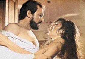 O sıralar birlikte olduğu ve 1 yıl sonra evlendiği Cihan Ünal ile birlikte başrolleri paylaşan Şoray, filmdeki cesur sahneleriyle herkesi şaşırtmıştı.