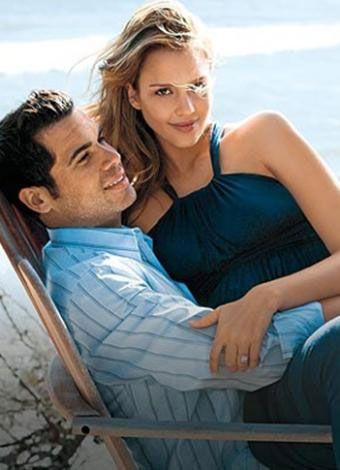 Jessica Alba ve Cash Warren  Hollywood'un en güler yüzlü yıldızlarından biri  Jessica Alba..