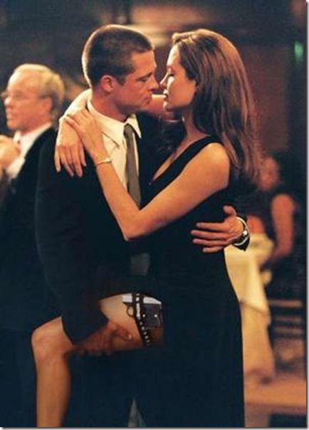 Angelina Jolie- Brad Pitt  Biri dünyanın en yakışıklı erkeklerinden biri.. Diğeri de en güzel kadını..