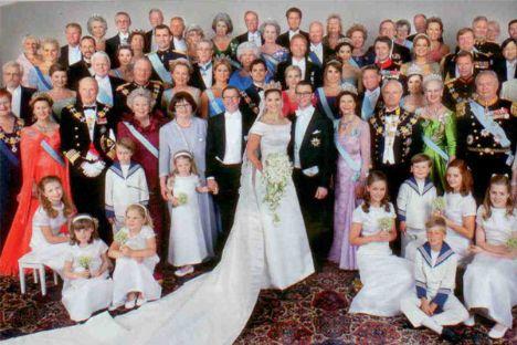Japonya'dan Ürdün'e; Danimarka'dan İspanya'ya kraliyet ailelerinin bir araya geldiği düğün töreninde hep birlikte çekilen fotoğraf, dünya siyasi tarihinin en önemli simgelerinden biri haline gelecek.