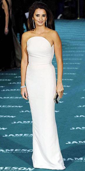 Bu vintage elbise de Versace tasarımı.