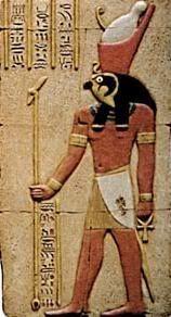 Horus (28 Eylül- 27 Ekim)  Yıldızların ve aşkın, parlayan güneşin tanrısı, firavunların koruyucusudur. En eski Mısır tanrılarından biridir; güneş tacı giyen şahin başlı bir erkek olarak resmedilir. Keskin gözlerinin karanlıkta bile görebildiği söylenir.  Karakter  Çok nazik ve cömert bir karakteriniz var ve bu yüzden çok sevilirsiniz, hayatta başarmak istediğiniz şeyler konusunda çok net görüşlere sahipsiniz. Savaşçı bir ruhunuz var; gözünüzü kırpmadan en büyük projelere atılırsınız. Risk almayı seversiniz, uzun vadeli sorumlulukları üstlenirsiniz, verdiğiniz tüm sözleri yerine getirmeye yetecek kendine güveniniz vardır. Kontrolün hep sizde olmasını istersiniz, ama bazen sabrınız taşınca bu özelliğiniz yüzünden sevilmeyebilirsiniz, siyaset, felsefe ve sosyal konular size göredir, diplomatça davranmayı iyi bilirsiniz. Adalet duygunuz gelişmiştir, öksüz birinin haklarını sonuna kadar savunursunuz.İlk görüşte aşık olabilirsiniz, yaşınız ilerledikçe olgunlaşırsınız. Cesursunuz. Politikacı ve medya mensupları bu burçtan çıkar. Zayıf yanınız inatçılığınızdır.