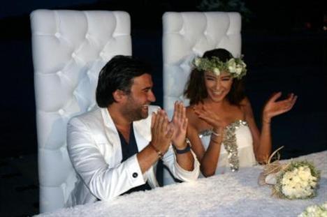 Özge Ulusoy evlendi annesi nikahı bastı - 1