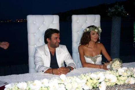 Özge Ulusoy evlendi annesi nikahı bastı - 3