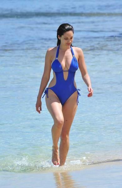 Kelly Brook'tan bir günde 5 bikini - 15