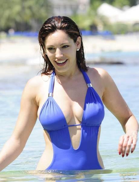 Kelly Brook'tan bir günde 5 bikini - 19
