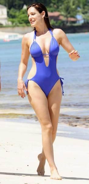 Kelly Brook'tan bir günde 5 bikini - 21