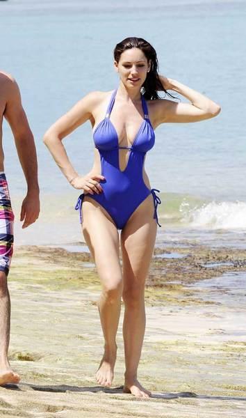 Kelly Brook'tan bir günde 5 bikini - 25