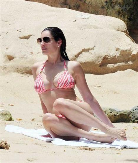 Kelly Brook'tan bir günde 5 bikini - 29