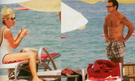 Osman- Zeynep Çarmıkı  Gençlere taş çıkartıyorlar  Osman ve Zeynep Çarmıklı çifti tatillerini Bodrum Torba'daki Casa del Arte Otel'de geçiriyor. Otelin iskelesinde güneşlenen çift, her zamanki gibi son derece fit görünüyorlardı.