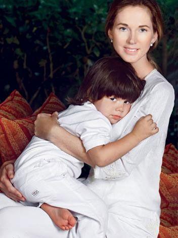 Bu yıl, Miranda ile 20'nci aşk yılınızı kutluyorsunuz...  J. Iglesias:   Bizim sahip olduğumuz, aşktan daha güçlü bir şey. Ona olan duygularım, derin hayranlığımın 20'nci yılını kutluyoruz. Onca güzel şeylerin 20 yılı, şu an itibariyle bile her şeyiyle birlikte yapacağım bir 20 yıl… Birlikte oluşturduğumuz aile temeli ebediyen sürecek. Kişisel yaşamımda, eşim ve çocuklarımla mutlu olmanın ötesinde bir beklentim yok.