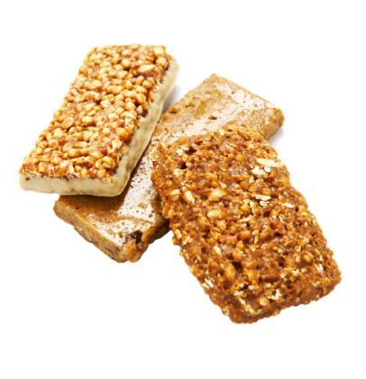 """Granola Yulaf, fındık, fıstık, ceviz gibi çeşitli besleyici ve gerçekten sağlıklı olan besinlerle dolu müslilerin, lezzet düşkünleri için yağ ve şekerle kavrulmuş haline bildiğiniz gibi """"granola"""" adı veriliyor. Ve ne yazık ki, bir kase granoladaki kalori miktarı 500'e kadar çıkıyor. Oysa aynı malzemelerle hazırlanmış bir müsli bunun sadece yarısı kadar bir kalori değerine sahip."""
