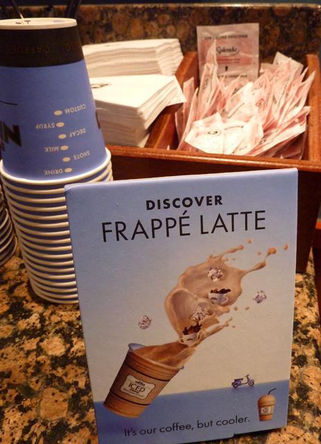 Caffe Nero Frappe Latte: 160 kalori (450 ml.)  Espresso, yüzde 98 yağsız süt ve parçalanmış buzla hazırlanan içecek, kahve içerken serinlemek isteyenler için lezzetli ve hafif bir alternatif.